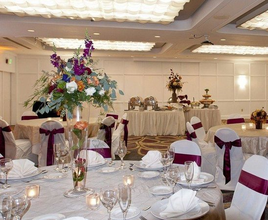 Radisson Hotel Corning: Finger Lakes Ballroom - Wedding Reception