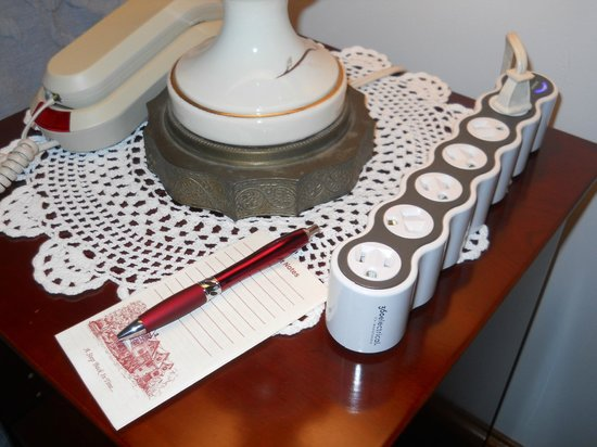 Palmer House Inn: Loved the extra power strip making charging electronics  easy!