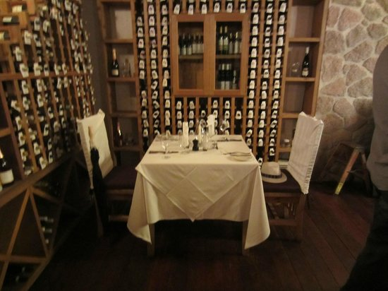 Ti Kaye Resort &amp; Spa: Romantic dinner for two in the wine cellar.