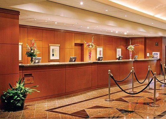 Radisson Hotel at Los Angeles Airport: Front Desk