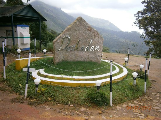 Deshadan Mountain Resorts: Entrance to Deshadan Munnar