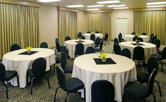Days Hotel - Hotel Circle by SeaWorld: Meeting Room Rounds