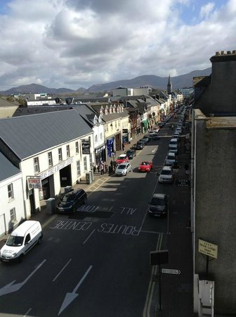 Park Place Apartments: View of High Street from Balcony