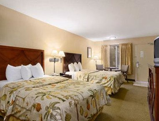Days Inn & Suites - Sea World/Airport: Standard Two Double Bed Room