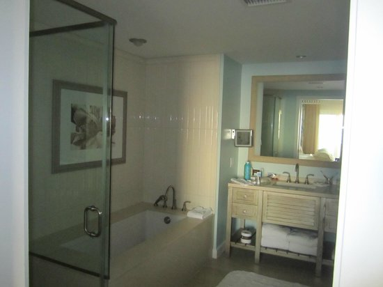 Omni Amelia Island Plantation Resort: Sandpiper suite bathroom