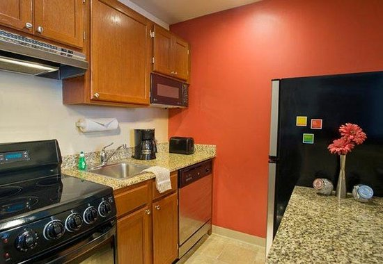 TownePlace Suites Gaithersburg: Studio Suite Kitchen