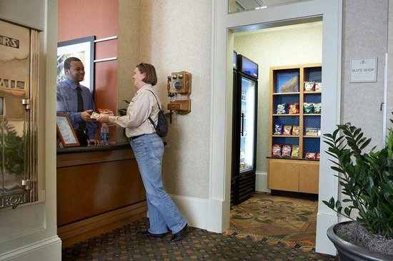 Hampton Inn and Suites Atlanta Downtown : Suite Shop