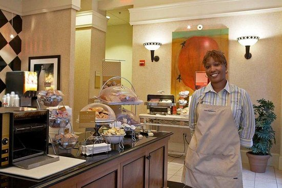 Hampton Inn and Suites Atlanta Downtown: Breakfast Serving Area