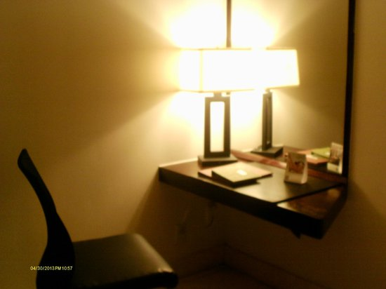 Mayfair Hotel &amp; Spa: The desk area of my room