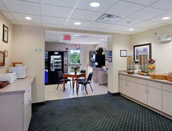 Microtel Inn & Suites by Wyndham Ann Arbor: Breakfast Area