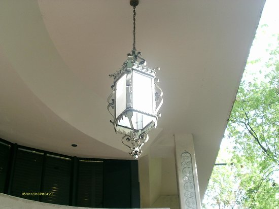 Mayfair Hotel & Spa: The lantern in the front of the hotel