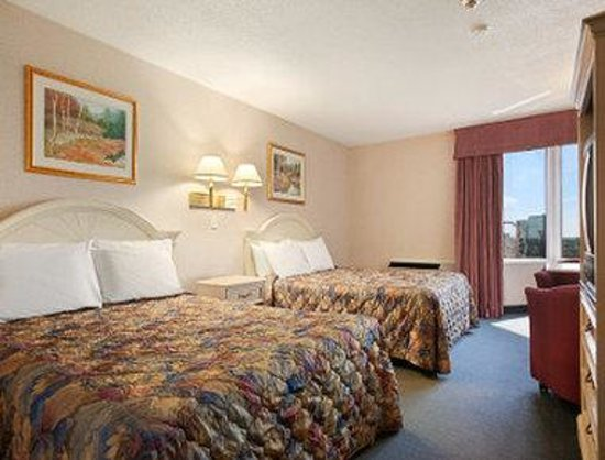 Travelodge Hotel by the Falls: Family Room
