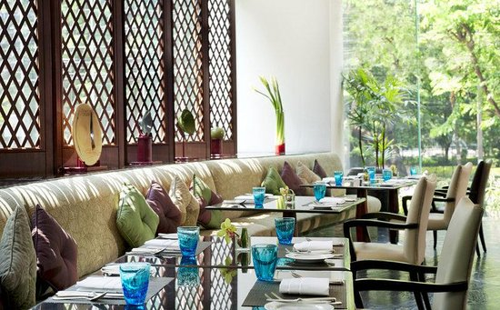 Plaza Athenee Bangkok, A Royal Meridien Hotel: Restaurant - The Rain Tree Cafe (International + buffet)