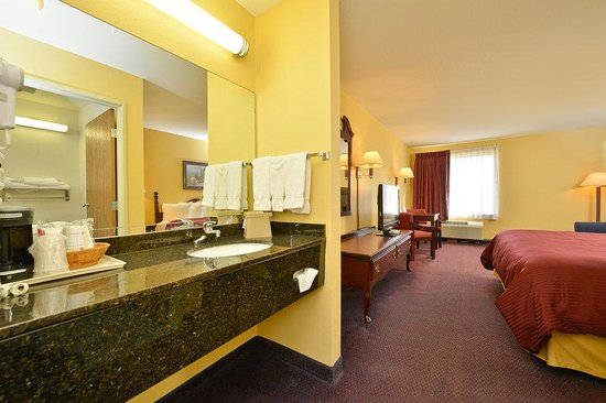 BEST WESTERN Clearlake Plaza: Guest Bathroom Vanity