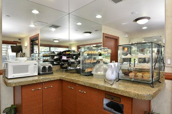 BEST WESTERN Airport Inn: Breakfast area