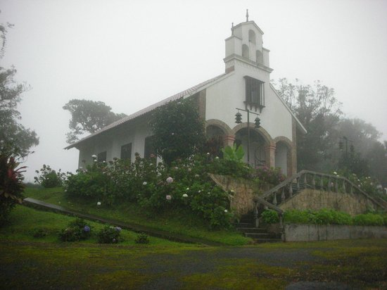 Villa Blanca Cloud Forest Hotel and Nature Reserve : Historical church at Villa Blanca