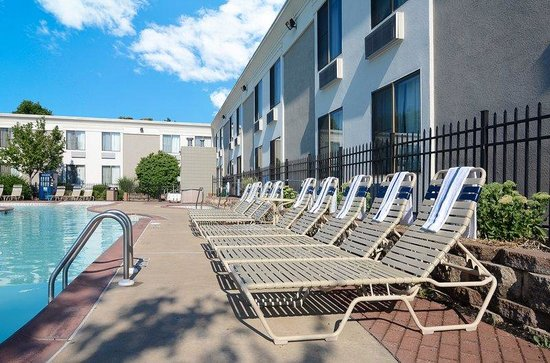 BEST WESTERN Inn Hershey: Swimming Pool and Hot Tub