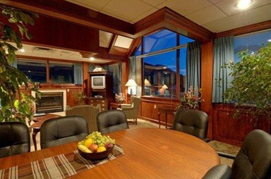 Mount Royal Hotel: Pinnacle Suite and Executive Meeting Room