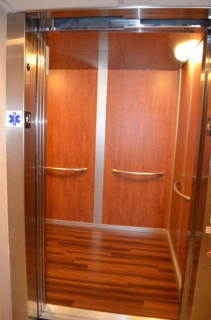 BEST WESTERN West Towne Suites: New Elevator