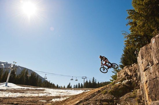 ‪‪Crystal Lodge Hotel‬: Whistler Bike Park‬