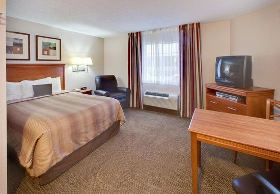 Candlewood Suites Rockford: Queen Bed Guest Room