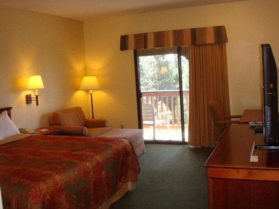 Pollock Pines, CA: King guest room includes balcony & free Wi-Fi