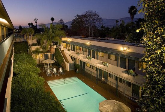 BEST WESTERN Beachside Inn: Pool Dusk