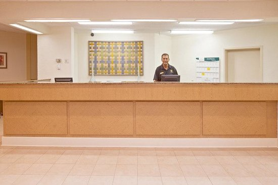 La Quinta Inn & Suites Nashville Airport/Opryland : Front Desk