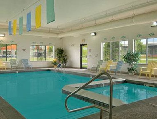 Baymont Inn Mackinaw City: Pool