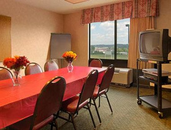 Baymont Inn & Suites Cincinnati: Meeting Room