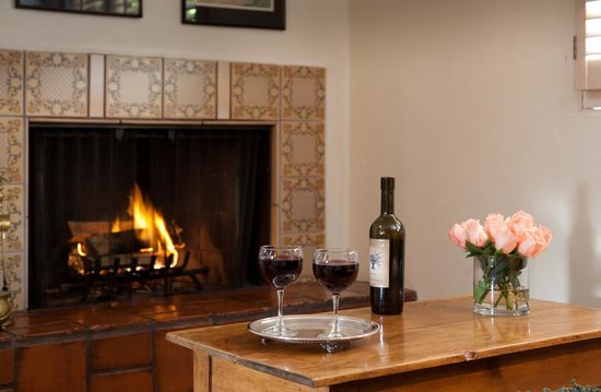 Old Monterey Inn: Enjoy a glass of wine by the fire