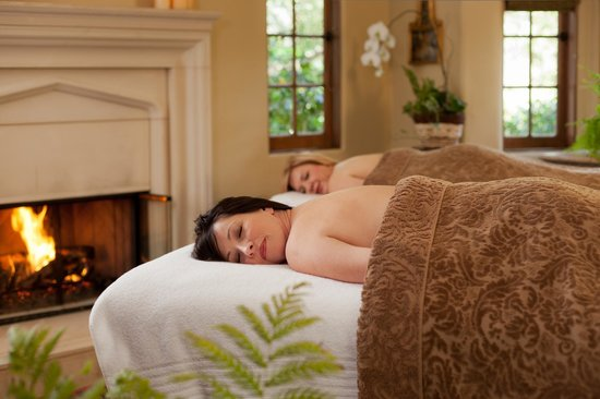 Old Monterey Inn: Enjoy fireside spa services