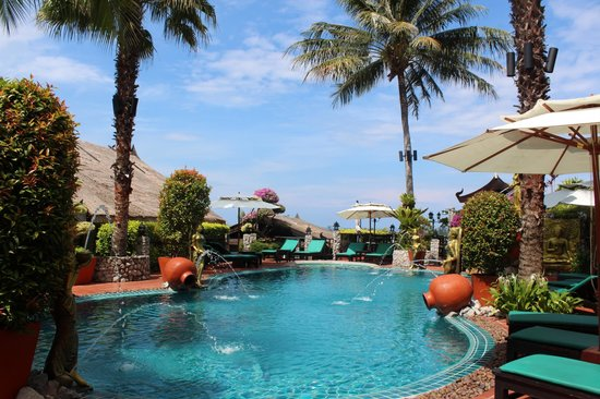 Boomerang Village Resort: The pool