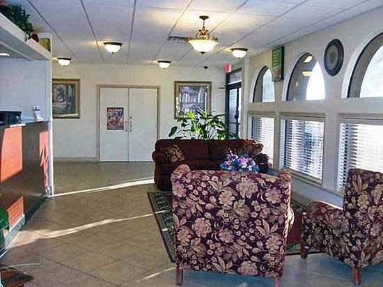 Quality Inn Weeki Wachee: MLobby