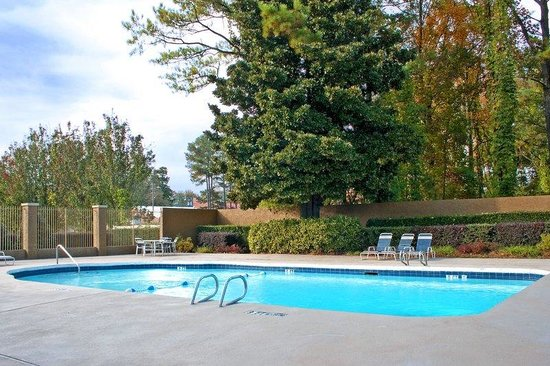 BEST WESTERN PLUS Atlanta Airport-East: Outdoor Pool