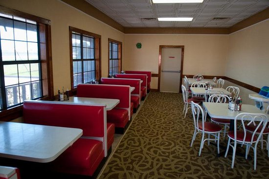 BEST WESTERN PLUS Inn of Brenham: Red Room Restaurant