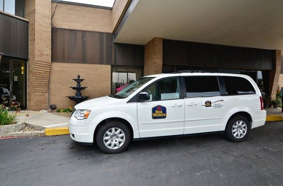 BEST WESTERN Plus Midway Hotel & Suites-Brookfield: Shuttle