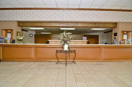 BEST WESTERN Plus Midway Hotel & Suites-Brookfield: Reception Desk