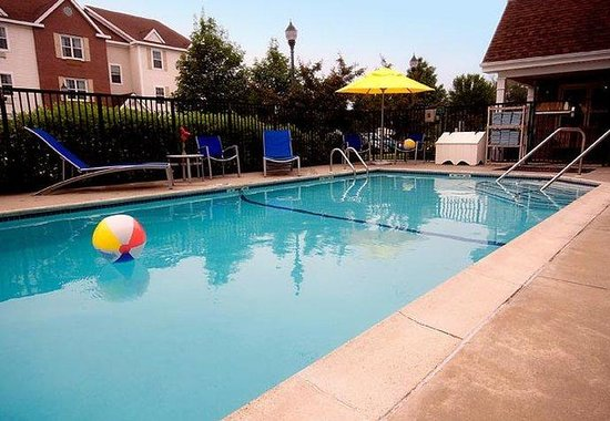 TownePlace Suites Portland Scarborough: Outdoor Pool