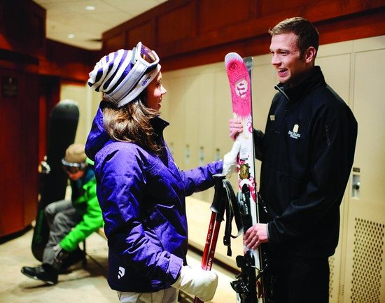 Pan Pacific Whistler Mountainside: Ski Valet at Pan Pacific Mountainside