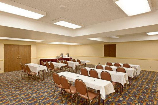 La Quinta Inn & Suites Orange County - Santa Ana: Meeting Room