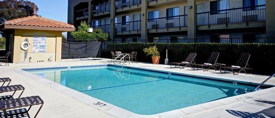 BEST WESTERN PLUS Pleasanton Inn: Sparkling Pool