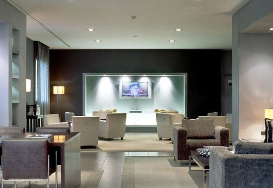 AC Hotel Arezzo by Marriott: Lounge Entertainment Area