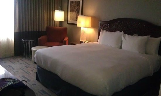 Hilton San Antonio Hill Country Hotel & Spa: Comfy bed