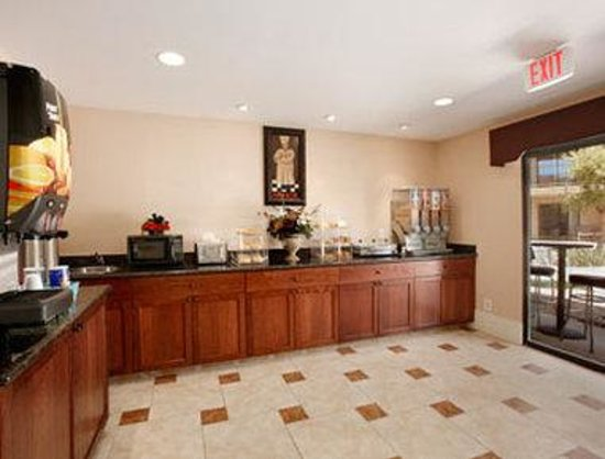 Travelodge Inn &amp; Suites - Yucca Valley: Breakfast Area