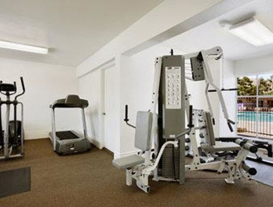 Travelodge Inn &amp; Suites - Yucca Valley: Workout Room