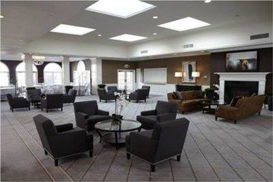 Ethan Allen Hotel: Renovated Lobby Space with Complimentary WiFi