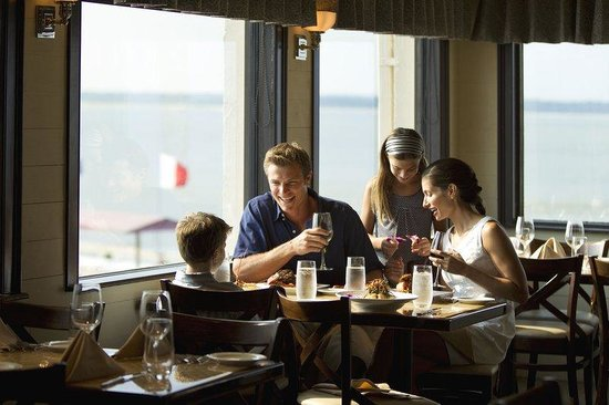 Inn at Harbour Town - Sea Pines Resort: Topside Waterfront Restaurant