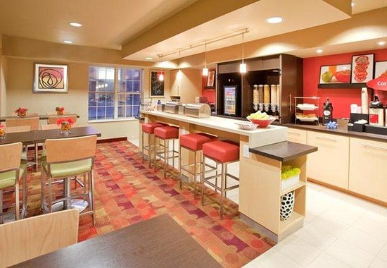 TownePlace Suites Houston Clear Lake: Breakfast Area
