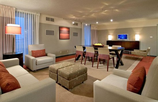 Crowne Plaza Chicago - The Metro: Presidential Suite